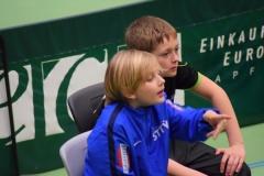 Simon Sams beim Coachen seines Bruders Joshua (1)