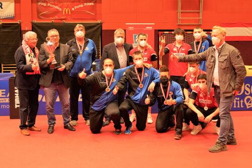 Unser Top Team UTTC Salzburg 1 rund um Koyo Kanamitsu bei der Siegerehrung nach dem Bundesligafinale in Wels